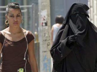 burqaetjeunefemmedevoilee.jpg