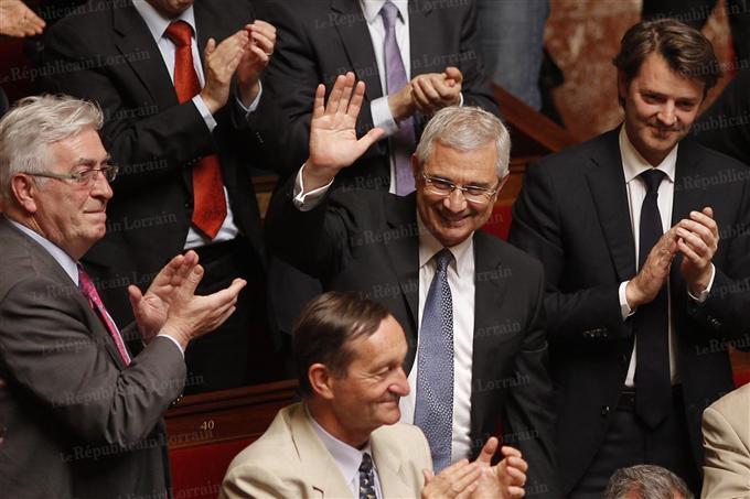 Claude Bartolone élu au perchoir en juin dernier ; mais le petit ump Barouin à ses côtés a l'air tout aussi joyeux