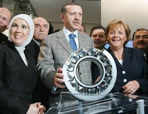 Angela Merkel prend au sérieux les propos d'Erdogan accompagné de Mme à Hanovre en 2007