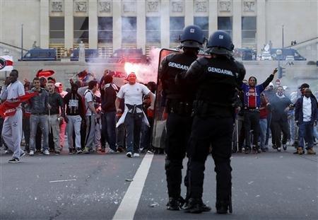 Policiers, ils veulent niquer vos mères : allumez-les, tirez !