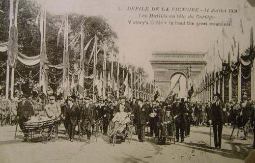 Défilé du 14 juillet 1919, avec les invalides en tête de cortège