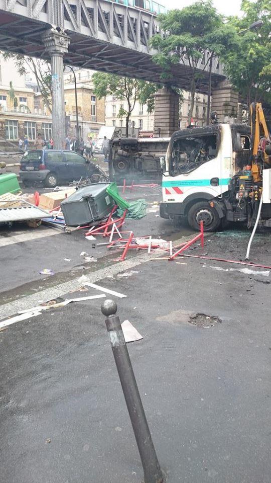 Camions-ville-de-Paris-brules