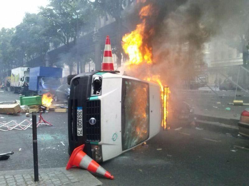 Voiture-ville-Paris- incendiee