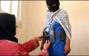 Enfant préparé au martyre par sa mère.