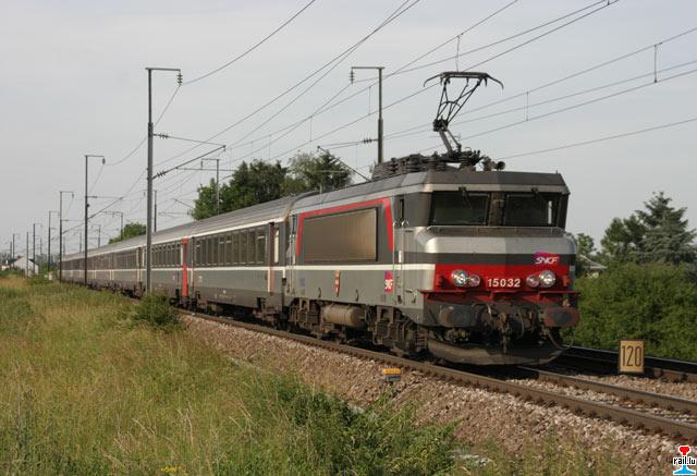 Un matériel roulant qui vieillit.... comme les rails qui supportent les trains. Mais, dans le même temps, la SNCF dégage d'énormes bénéfices sur le dos des usagers et des Français les plus modestes !