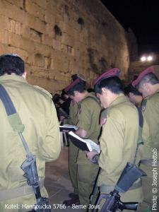 soldats au Kotel