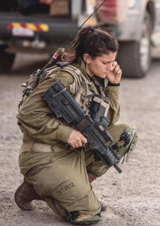 Le capitaine Israëlien Or Ben Yehuda, du bataillon Caracal, en opération le long d'une frontière Arabe, pour intercepter des terroristes islamiques
