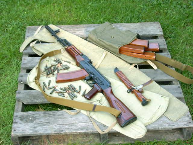 """kalachnikov, armes de guerre, armes blanches, ont envahi le marché clandestin Français et sont désormais disponibles pour une """"poignée d'euros""""."""
