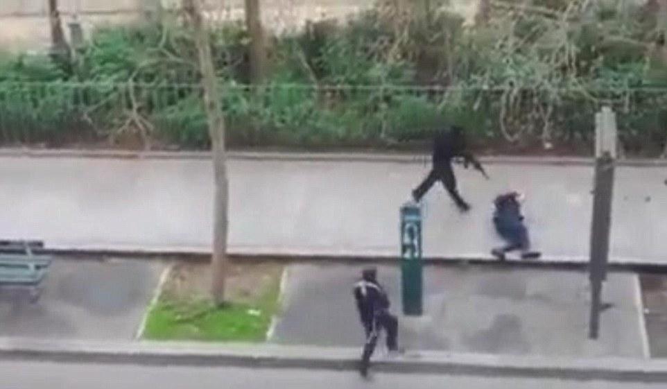 Terroristes-de-Charlie-Hebdo-tirant-dans-la-tete-d-un-policier-07-01-15