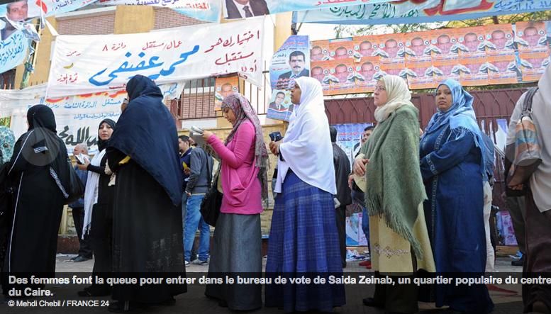 Egyptiennes-faisant-la-queue-pr-voter