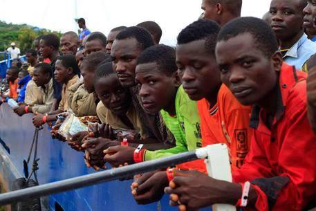 J'exige que les Africains de France soient vaccinés en priorité, sales racistes !