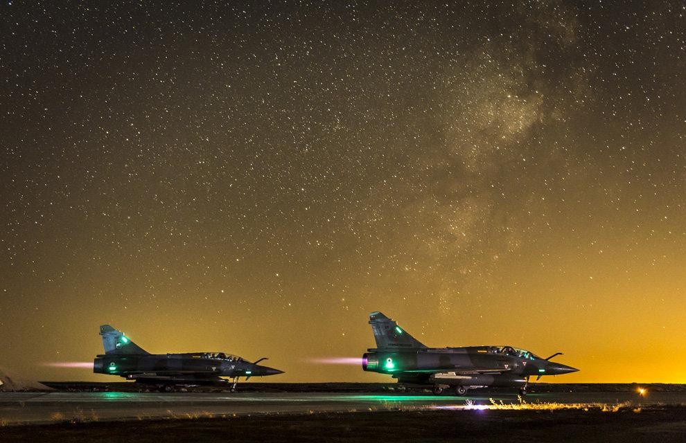 Lancée le 19 septembre 2014, l'opération Chammal, vise, à la demande du gouvernement irakien et en coordination avec les alliés de la France présents dans la région, à assurer un soutien aérien aux forces armées irakiennes dans leur lutte contre le groupe terroriste autoproclamé Daech. Depuis début novembre en accord avec les autorités jordaniennes, un plot chasse accueille en Jordanie six Mirage 2000D ainsi que les structures nécessaires à l'entretien et à la préparation de ces avions.En coordination avec les alliés de la France présents dans la région, les Mirage 2000D effectuent des missions d'appui aérien au profit des troupes irakiennes engagées au sol. Mirage 2000D en attente de décollage