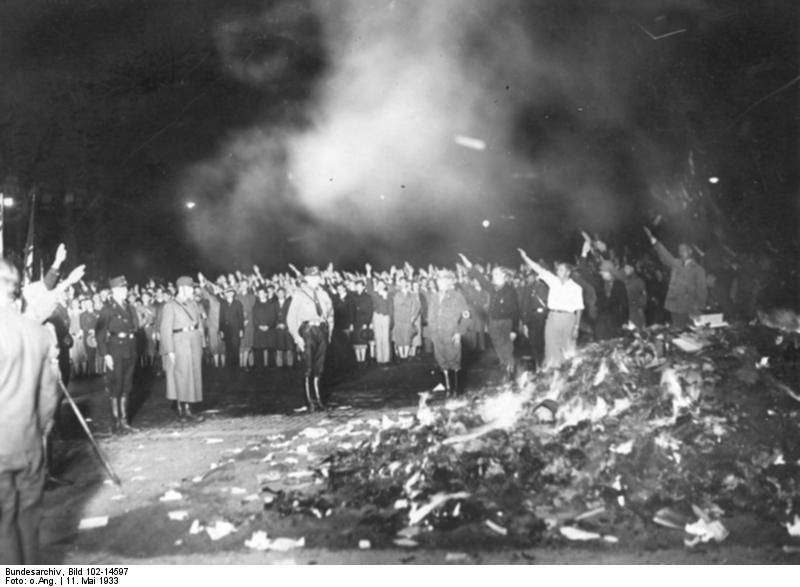 Autodafe-dans-la-nuit-du-11-mai-1933-a-Berlin-1