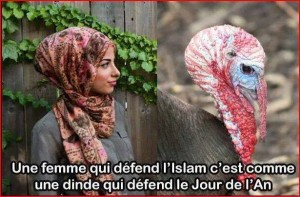 Femme qui défend l'islam