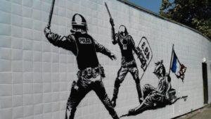 Fresque anti-flics sur un mur du quartier de la gare à Grenoble