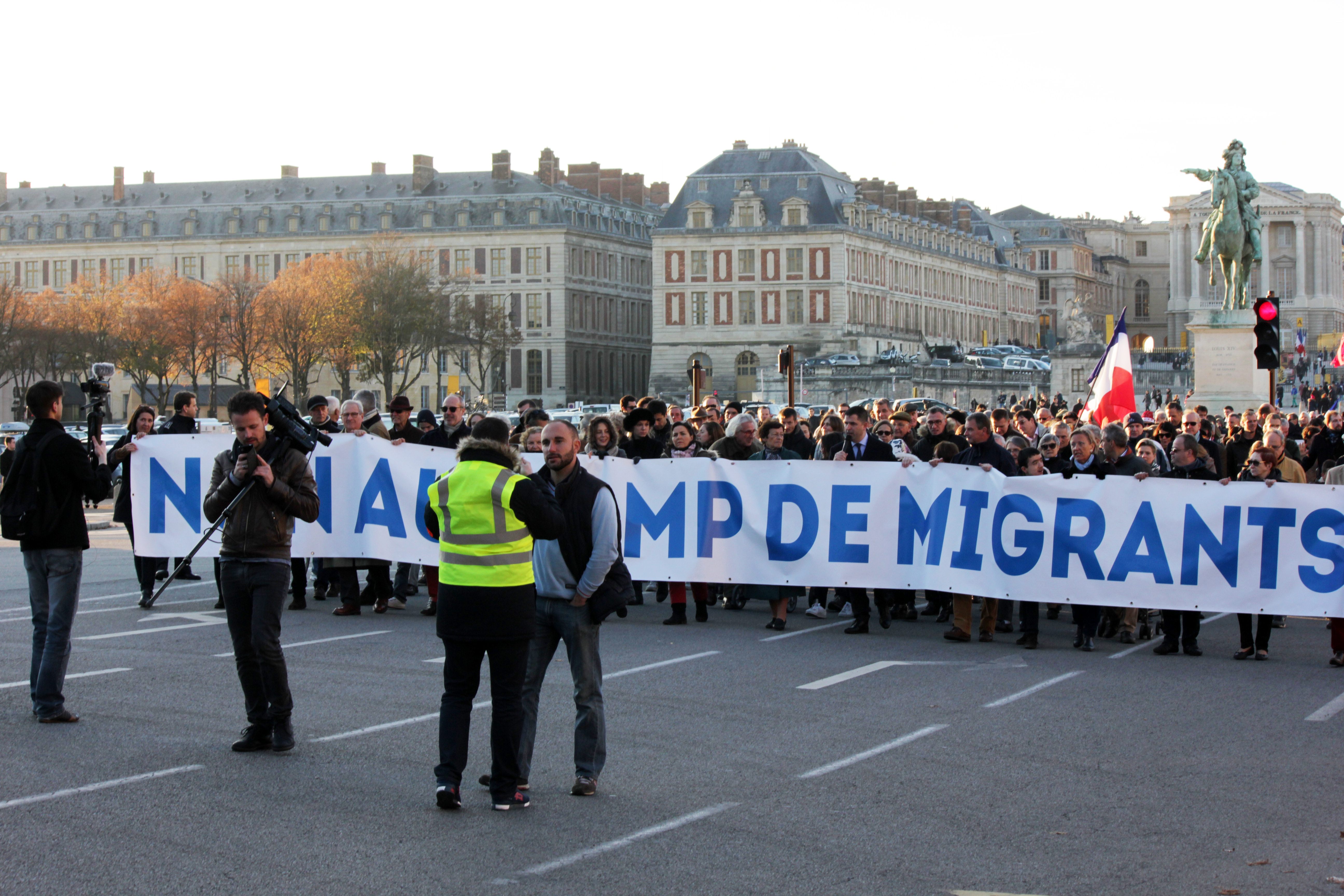 L'injustifiable et stupide absence du FN à la manif anti-migrants de Versailles