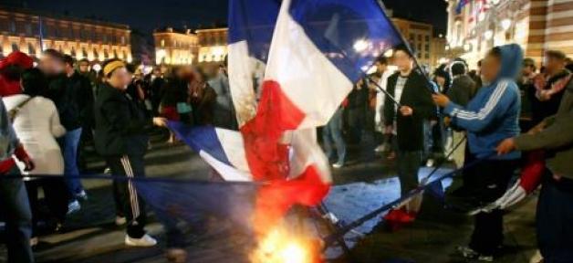 drapeau-francais-brule-2