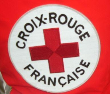 la croix rouge franaise ne soccupe que des sans papiers des gens qui nont pas la nationalit franaise des gens dans lobligation de quitter le
