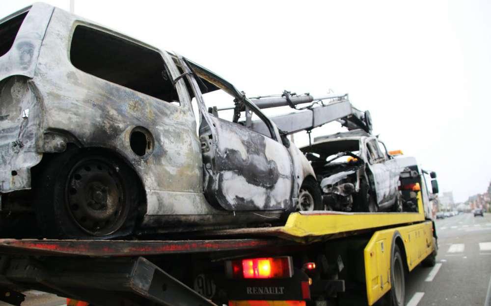 guide michelin des voitures brûlées : 3 étoiles à paris, 2 à