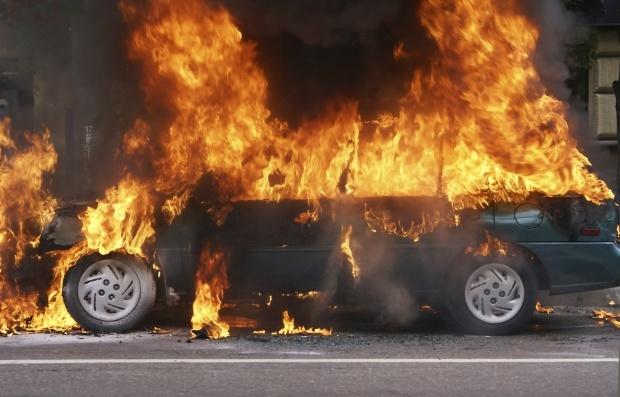 c'est le moment des paris : combien de voitures brûlées vont-ils