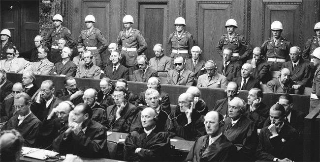 Macron et ses complices méritent un procès de Nuremberg