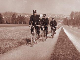 a-a-a-gendarmes-bicyclettes.jpg