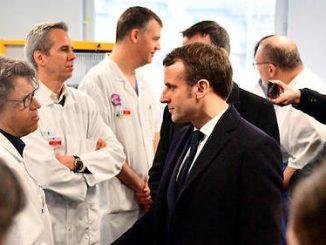 Emmanuel Macron a la Pitie-Salpetriere, a la rencontre du personnel medical, jeudi 27 fevrier.