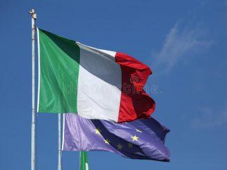 drapeaux-nationaux-de-l-italie-et-de-l-union-europeenne-49105808.jpg