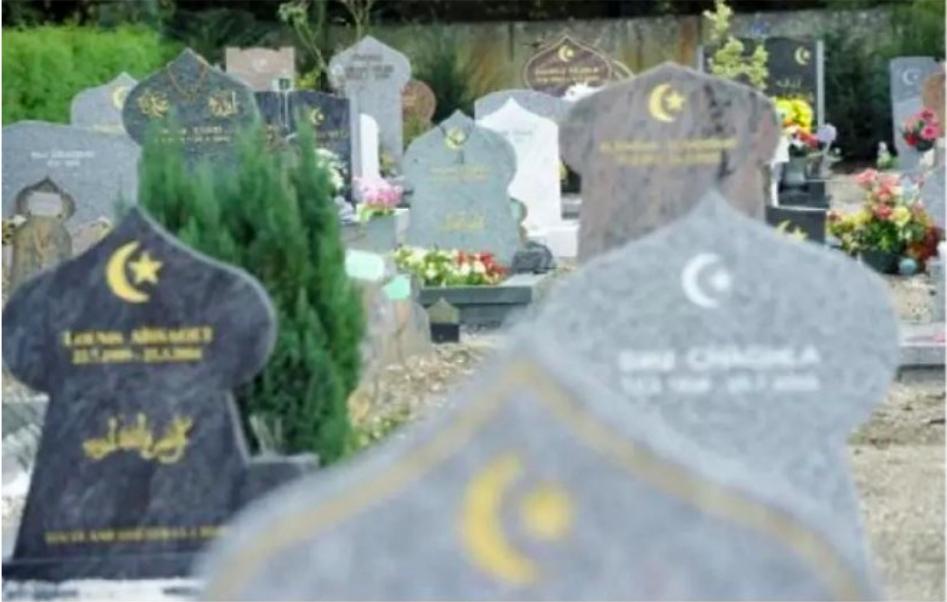 M. Macron, allez-vous enfin mettre fin au séparatisme musulman dans les cimetières ?
