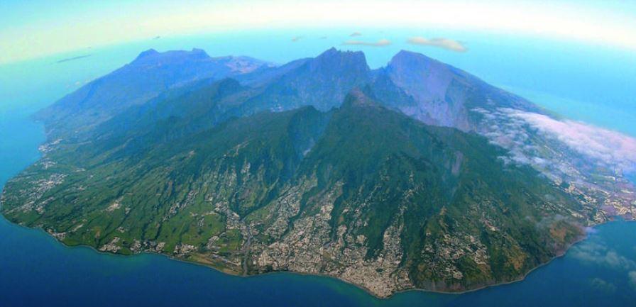 Réunion : pour 0,01 % de malades, toute l'île doit porter le masque !