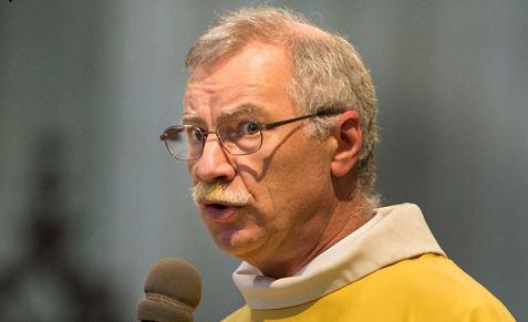 Ils brûlent nos cathédrales, à cause de tristes sires comme ce Père Renaud!