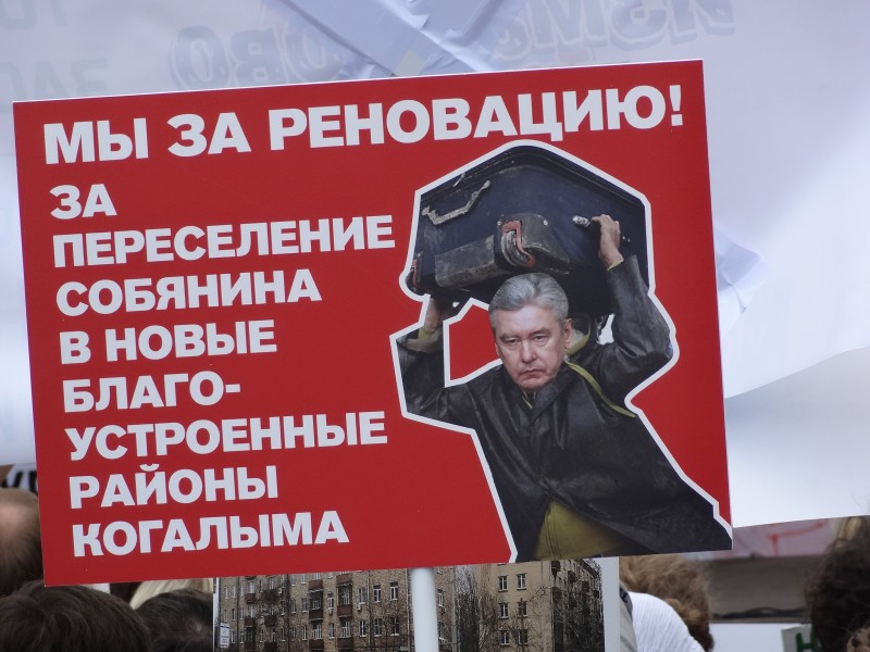 Moscou : ils ont voulu nous imposer le masque dans un resto, ils sont virés !