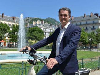 Piolle-maire-de-Grenoble-a-velo.jpg