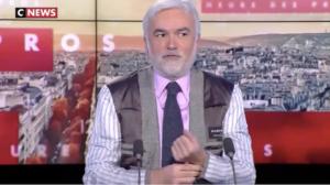 Allégeance macronienne : et Pascal Praud retourna sa veste !