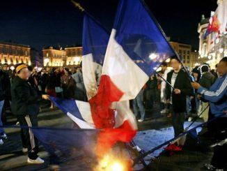 Toulouse. Drapeaux français brûlés au Capitole : la photo date de 2007 - ladepeche.fr