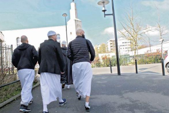 Oui,Trappes est pourrie par l'islam salafiste, la preuve par la mosquée !
