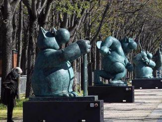 Geluck-statues-Champs-Elysees-1.jpg
