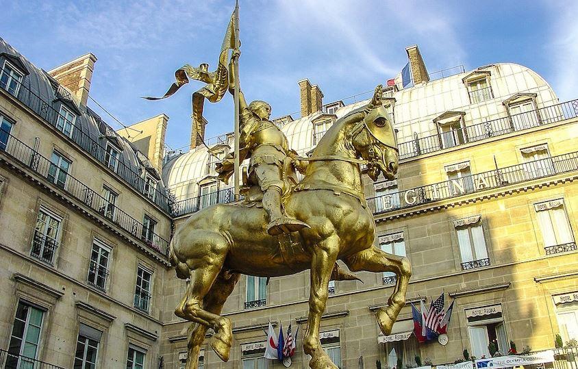 Déconstruisons la France avec Macron : Jeanne d'Arc était une usurpatrice