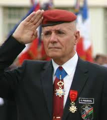 Grâce à Macron et Mélenchon, la tribune des militaires fait un tabac