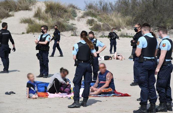 Des fusils d'assaut pour nous contrôler sur les plages !