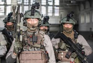 """Un militaire traqué par 250 policiers pour """"éventuelle"""" détention d'armes"""