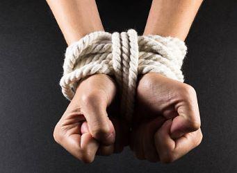 Jeux sexuels : la victime avait accepté de se laisser ligoter par Mohamed…