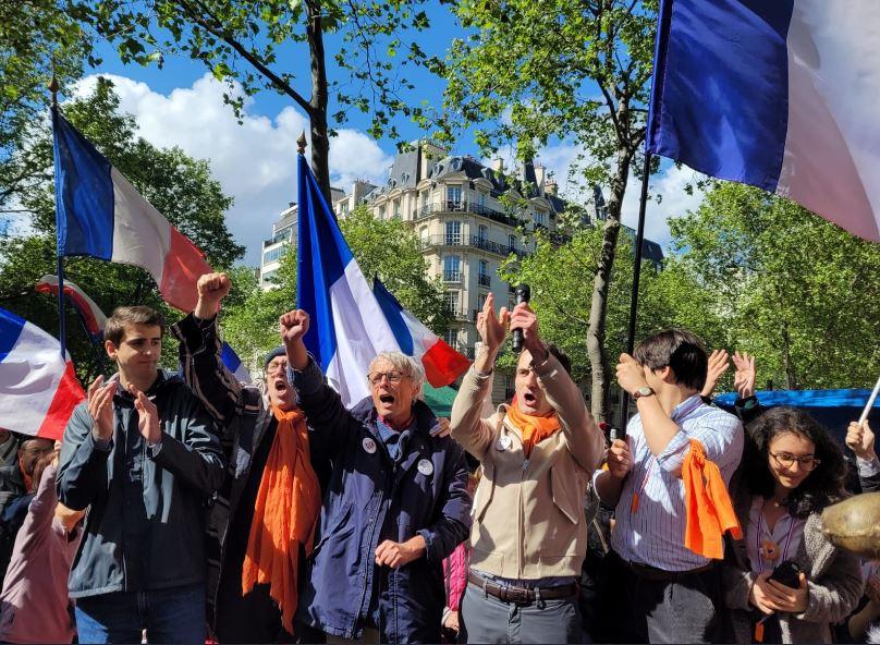 Paris : la manif des Patriotes et celle des Palestiniens Allah akbar