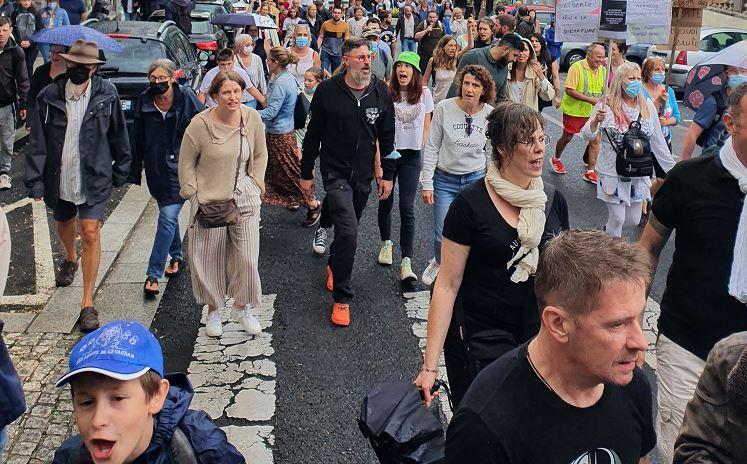 Clermont-Ferrand : sous la pluie, le peuple était uni