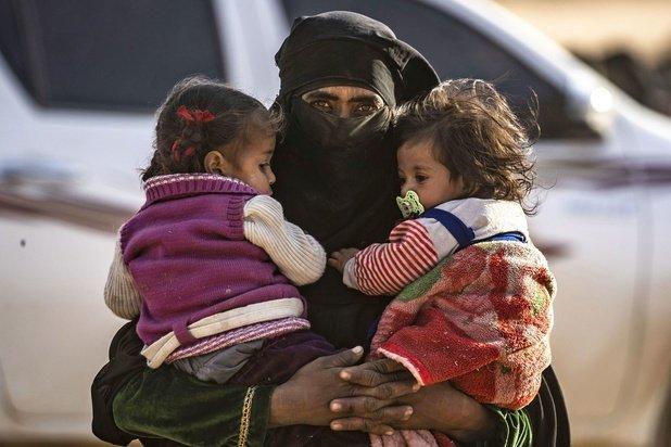 Un peloton de guerrières rapatriées de Syrie avec leurs enfants