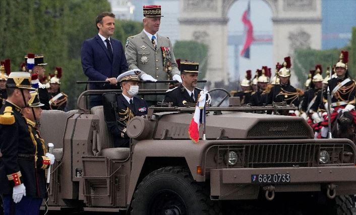 Macron hué, 20 manifs spontanées, des milliers de personnes dans la rue