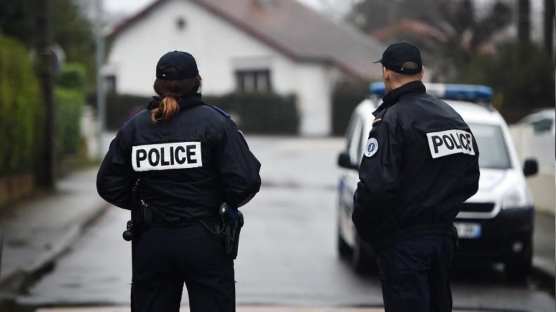 Policiers, rejoignez les Français qui se battent contre la dictature