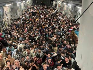 640 Afghans dans un avion américain: le symbole de la panique à l'aéroport de Kaboul
