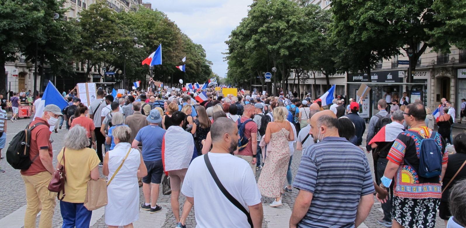 """""""Nous allons vous pourrir la vie"""" : la France mûre pour la dictature ?"""